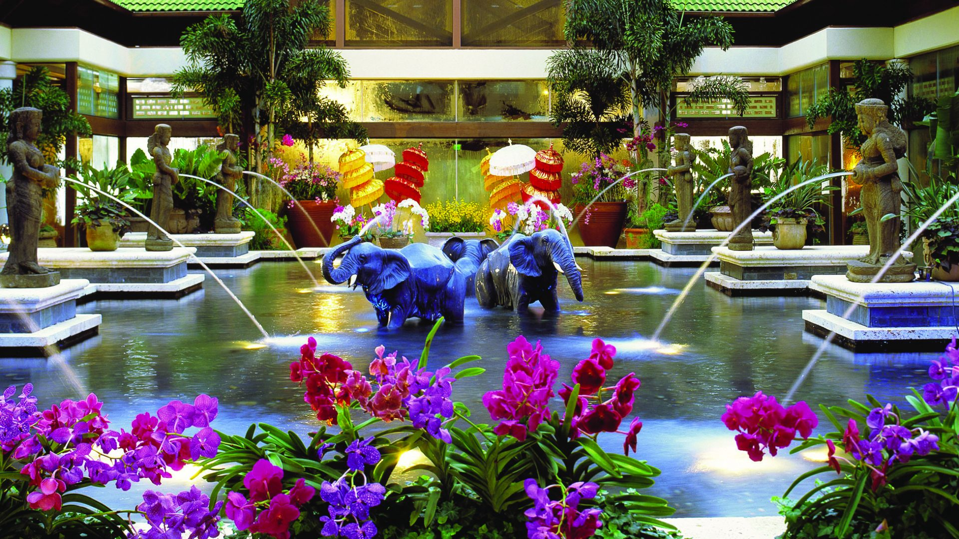 Orlando luxury resorts loews royal pacific resort for Hotels universal orlando