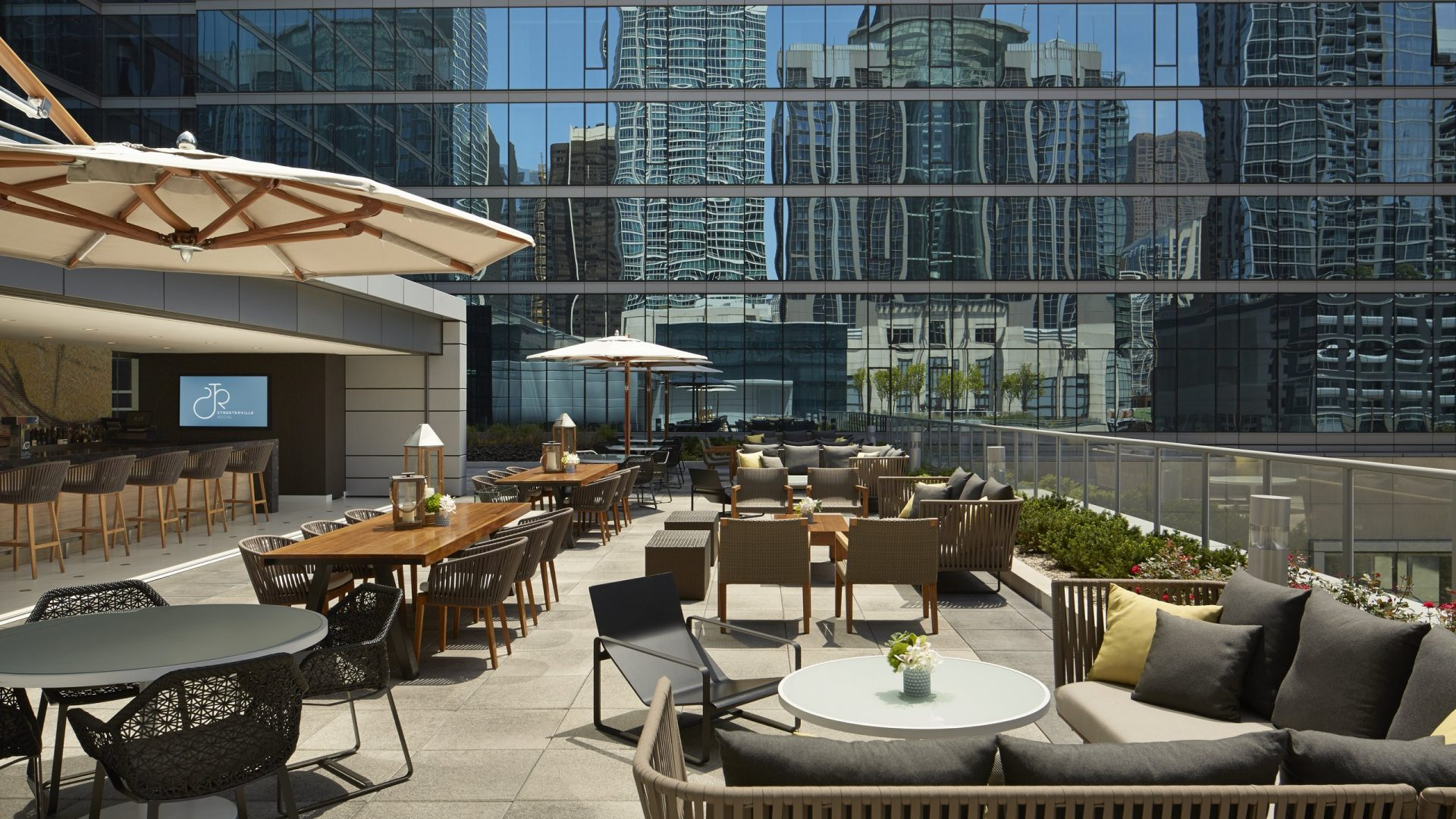 Downtown chicago restaurants dining loews chicago hotel for Hotel the terrace